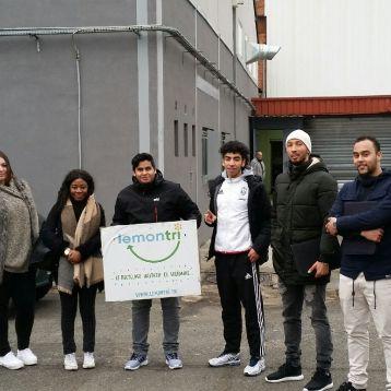 ATELIER BD: notre groupe de jeune découvrant les locaux et les différente filières d'une usine de recyclage.